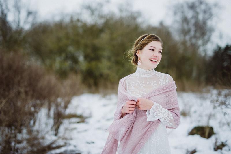 Braut im Schnee mit Kashmir Stola