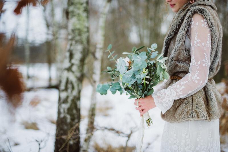 Brautstrauß mit Eukalyptus Baumwolle und Rosmarin